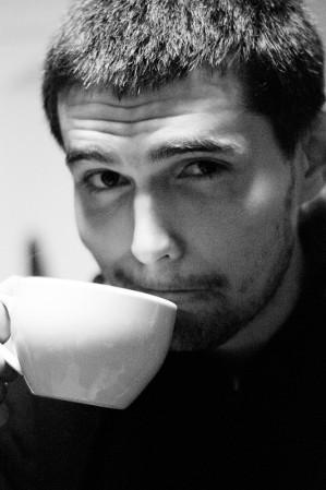 """В любое время года и в любую погоду группу """"Noize MC"""" ждут в Украине с распростёртыми обьятиями. А вот ждут ли музыканты встреч с """"голодными"""" украинскими фанатами? Своими впечатлениями от поездок в Украину лидер коллектива поделилился на очередном, долгожданном концерте в Харькове."""